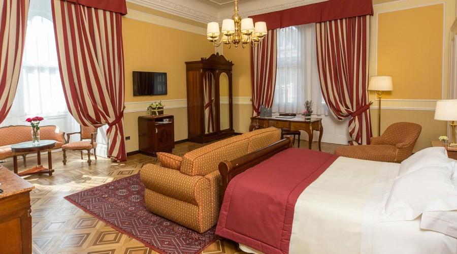 Camera Da Letto Matrimoniale A Genova.Junior Suite Hotel Bristol Palace Hotel 4 Stelle