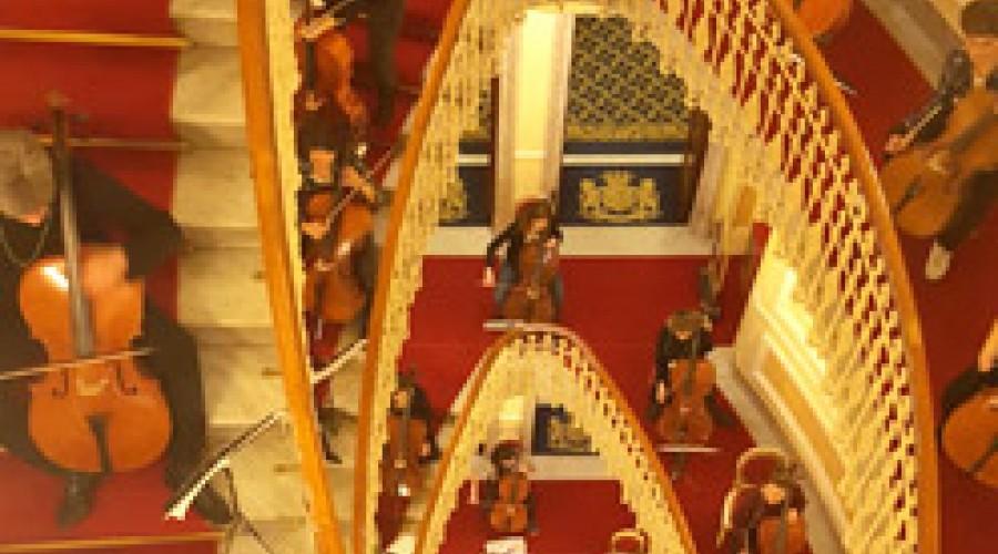 Al Bristol Palace 101 violoncellisti da ogni parte del mondo